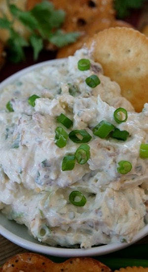 This cheesy jalapeno cream cheese dip is loaded with bacon, onions, jalapenos, 2 types of cheese, plus more. #creamcheesedip #cheesyjalapenodip #appetizers #appetizerrecipes #greatgrubdelicioustreats