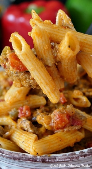 Cheesy Hamburger Pasta is an easy, cheesy ground beef pasta recipe loaded with seasoned ground beef, bell peppers, onions, cheese and penne pasta. #groundbeef #groundbeefrecipes #pasta #pastarecipes #cheese #greatgrubdelicioustreats