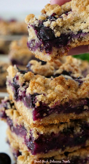 These delicious Blueberry Lemon Crumb Bars are bursting with fresh blueberries, lemon goodness and baked to perfection.