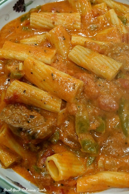 Cheesy, Italian sausage with Rigatoni pasta all in a delicious sauce made in the Instant pot.