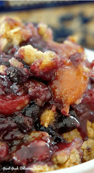 Nectarine Blueberry Crisp is made with fresh ripe nectarines, delicious blueberries and topped with a crunchy crisp topping.