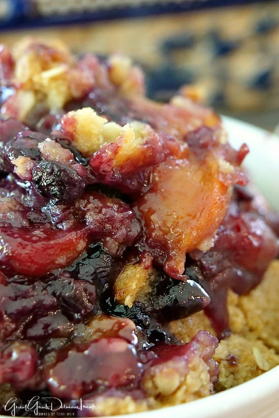 Nectarine Blueberry Crisp is a delicious fruit dessert with a crunchy crisp topping.