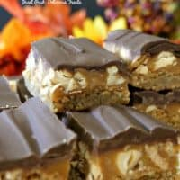 Chocolate Caramel Cashew Blondies are chewy, sweet and salty blondies with caramel, cashews and chocolate.