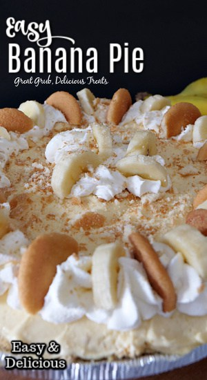 Easy Banana Pie - a photo of a no bake banana pie made in a graham cracker crust, creamy pudding, topped with sliced bananas, vanilla wafers, and cool whip.